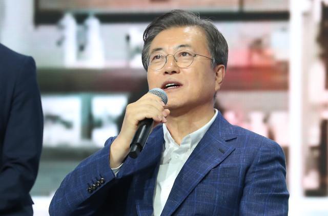 文대통령 지지율 6주 연속 하락…부동산 논란 지속 여파