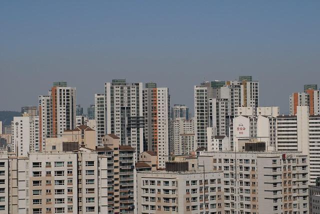 부르는 게 값…집값 대폭등·전세 대란에 빌라ㆍ반지하 찾는 서민들