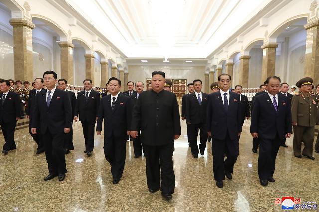 北김정은, 김일성 사망 26주기 금수산태양궁전 참배