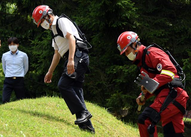 Smart helmet and wearable exoskeleton robot introduced for emergency personnel
