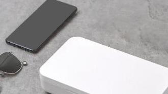 Samsung bán thiết bị cầm tay khử trùng bằng tia UV diệt virus trên điện thoại thông minh