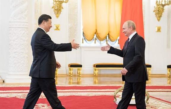 트럼프 보란 듯 밀착하는 시진핑-푸틴