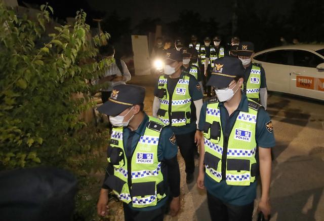 首尔警方夜间搜山寻市长
