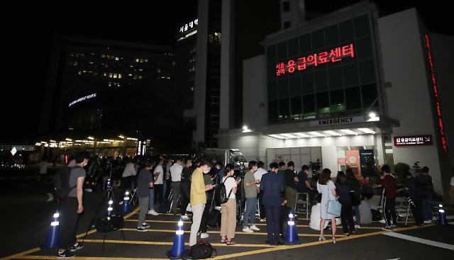 [포토] 이시각 서울대병원 응급의료센터 앞 대기 중인 취재진