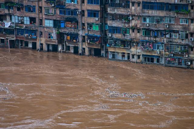 중국 40일간 이어진 폭우에 경제적 피해만 10조원