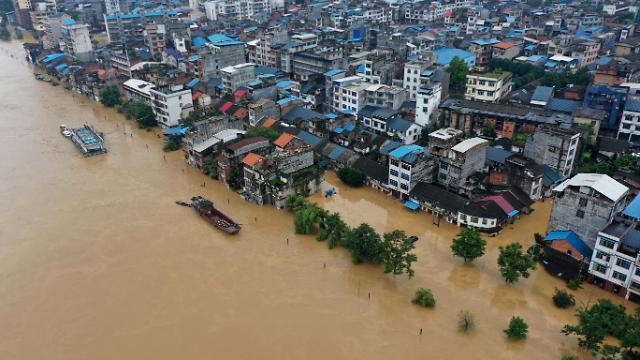 """한달 이상 이어지고 있는 중국 폭우...習 """"생명·재산 보호"""" 지시"""
