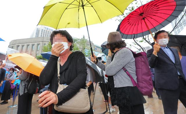 [포토] 박원순, 서울시청 떠나자 울부짖는 지지자들