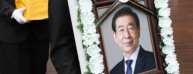 故박원순 고소한 전 비서 측</br>4년간 위력에 의한 성추행 주장