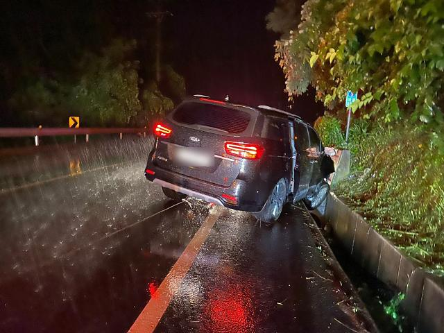 [포토] 운전자 음주운전, 아이콘 김진환·구준회, 빗길 교통사고