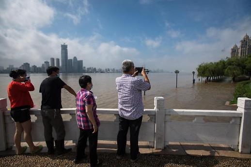 洪水洪峰已经过长江武汉段