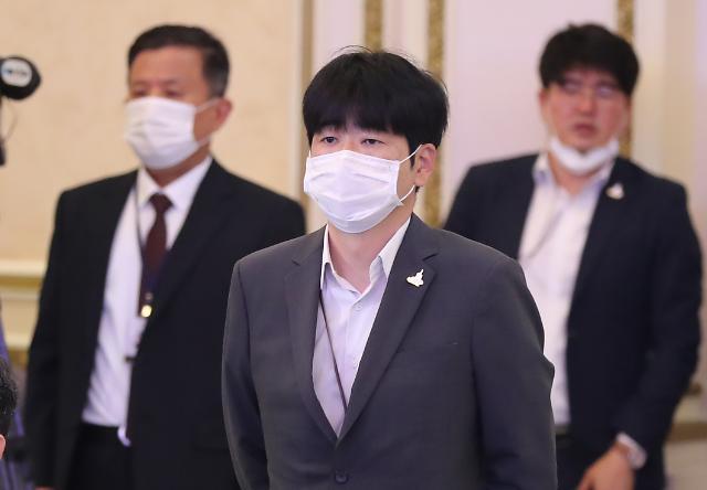 """靑, 탁현민 의혹 보도에 법적 대응 검토"""""""