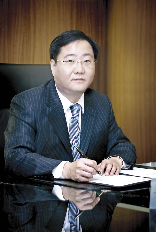 정몽진 KCC 회장, '韓 워렌 버핏'은 옛말...계열분리도 난항 예상