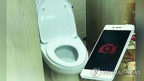 검찰, 'kbs 여자화장실 몰카 설치' 개그맨 구속송치