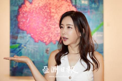 [AJU VIDEO] 演员兼画家金惠珍个人艺术展专访