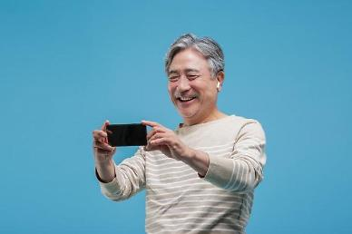 COVID-19 prompts middle-aged S. Koreans to learn how to watch Netflix and shop online