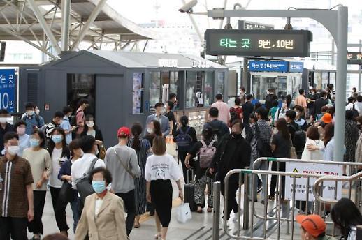 首尔站迎暑期高峰