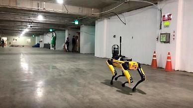 [아주 쉬운 뉴스 Q&A]단지 안내부터 배달음식 현관앞까지...건설회사가 로봇을 만든다고?