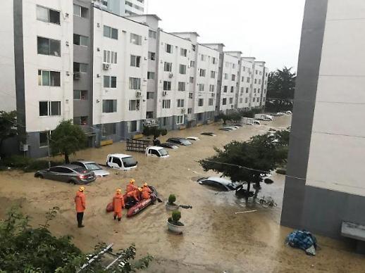 大田市遭遇暴雨袭击 停车场变汪洋大海