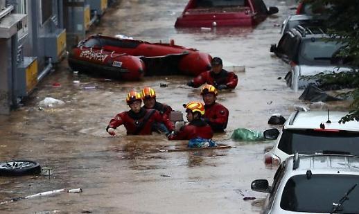 Mưa lũ tràn vào nhà ở khu vực trung tâm Daejeon Hàn Quốc, 2 người chết.