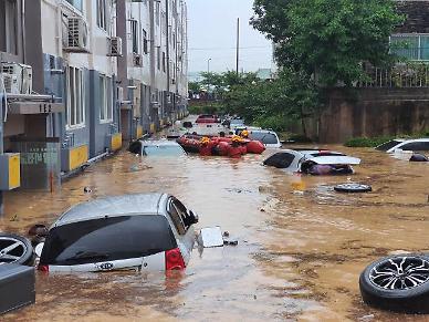 폭우로 속출하는 침수차, 절대 시동 켜지 마세요... 대처·보상 확인 방법은?