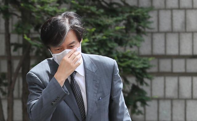 조국, 국대떡볶이 대표 고소...사이버 명예훼손 처벌 수위는?