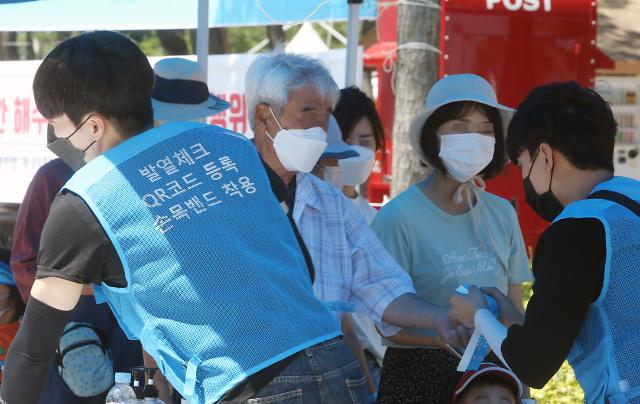 서울 또 깜깜이 집단감염...강남역 카페 관련 무더기 확진
