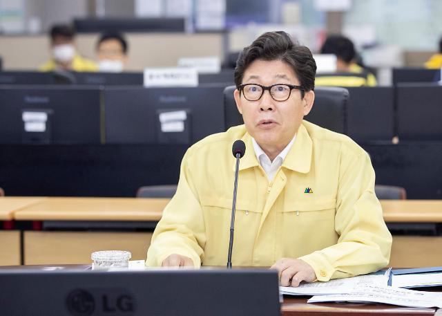 조명래 환경부 장관 댐·보 방류량 탄력적 조정...홍수특보 7건 발령