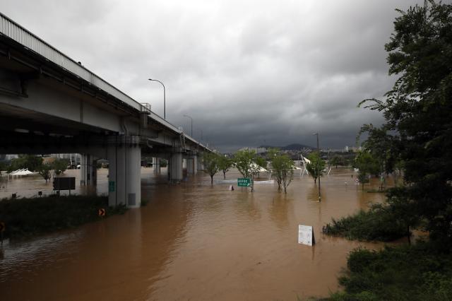 [슬라이드 포토] 물 폭탄에 자취 감춘 반포한강공원
