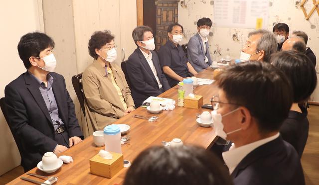 취임 1주일 이인영 장관, 남북 대화·협력 위해 동분서주