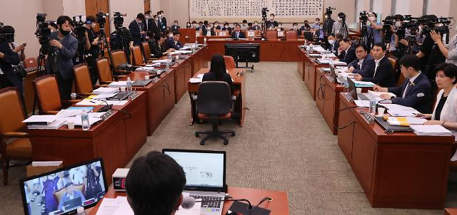 법사위, '부동산·공수처 후속입법' 의결...내일 본회의 처리 예고