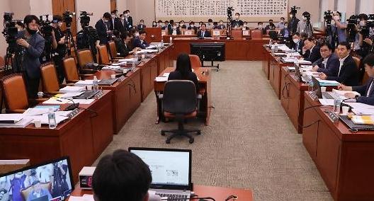 법사위, '부동산·공수처 후속입법' 의결...오늘 본회의 처리