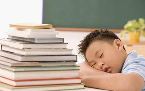 调查:韩国青少年每天平均睡眠时间7小时18分