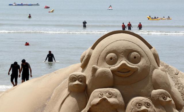企鹅Pengsoo沙雕亮相沙滩