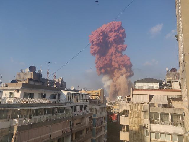[포토] 레바논 베이루트 폭발 현장에서 솟아오르는 연기 기둥