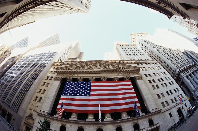 비관과 낙관이 뒤얽힌 금융시장…주식 VS 채권 극과 극
