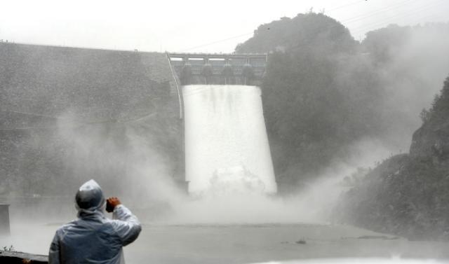 [포토] 3년만에 수문 개방한 소양강댐