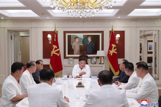 [포토] 김정은, 정무국회의 첫 공개