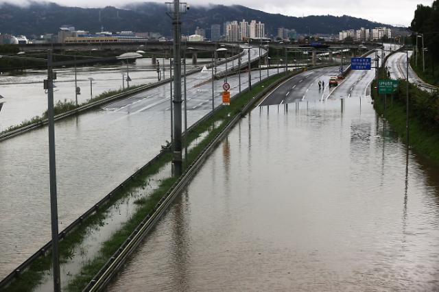 [슬라이드 화보] 순식간에 물에 잠긴 동부간선도로