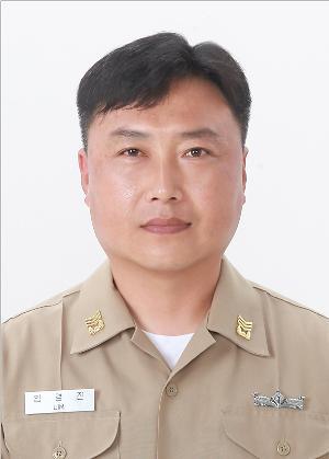 LG, 영산강 투신 여중생 구한 해군 임경진 상사에 '의인상' 수여