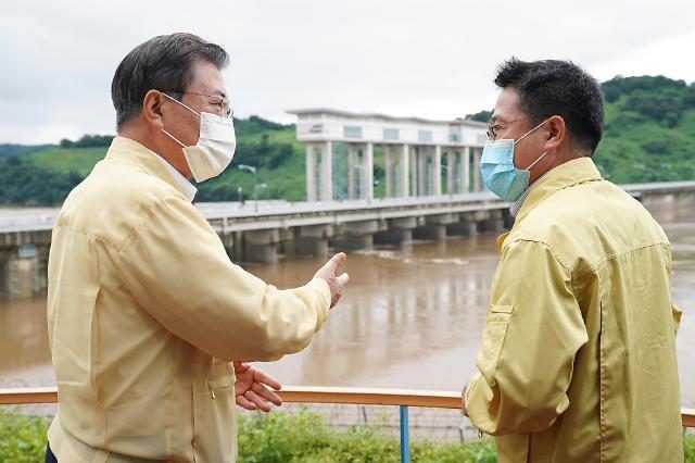 文在寅到韩朝边境视察防汛一线