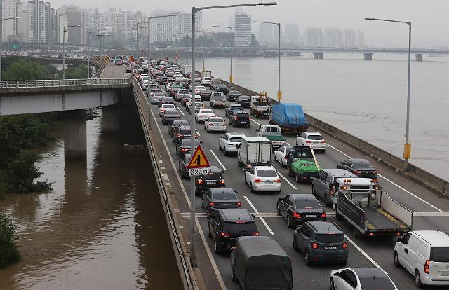 [포토] 폭우가 만든 출근길 정체