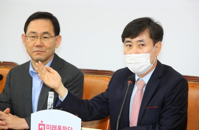 """하태경 """"文 정부 남자들 비겁하다…불리하면 아내 핑계"""""""