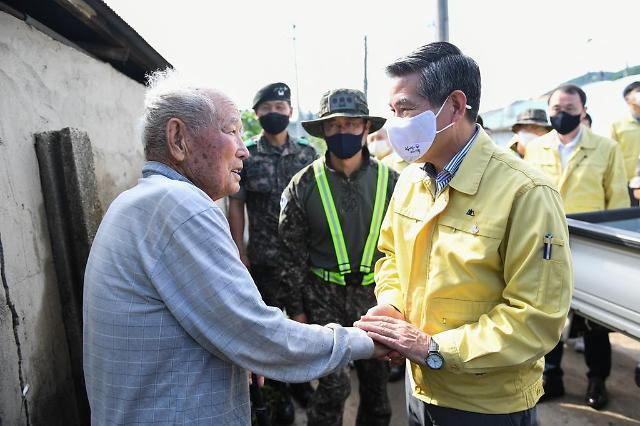 정경두, 700㎜ 물폭탄 철원 방문... 유실 지뢰 우려에 장병 700여명 투입