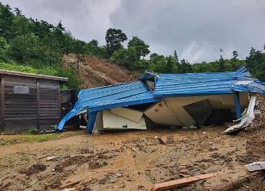 장수 산사태로 장년 부부 매몰 추정…주택 덮쳐