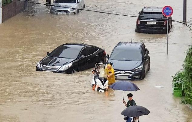 집중호우로 30명 사망·이재민 5900여명…지자체 특별재난지역 선포 건의