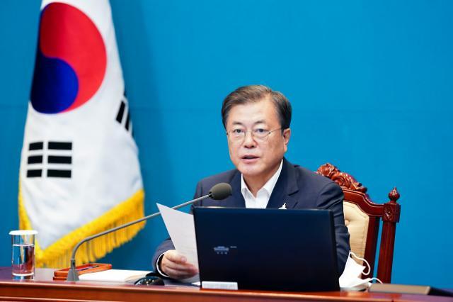 """文대통령 """"주택은 투기 대상 아냐…부동산 시장 감독기구 설치 검토"""""""