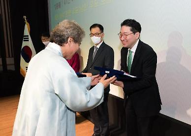 LS그룹 3세 이상현 태인 대표, 국립국악박물관에 남북음악 우표 기증
