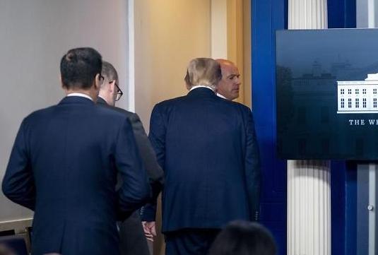 백악관 앞 총격...트럼프 브리핑 도중 돌연 퇴장