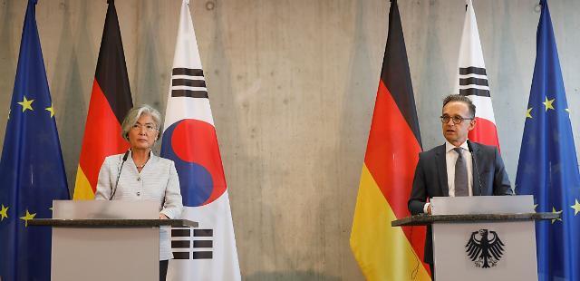 """강경화 출장길 오르자 독일 """"한국, G7 참여 환영...러시아는 반대"""""""
