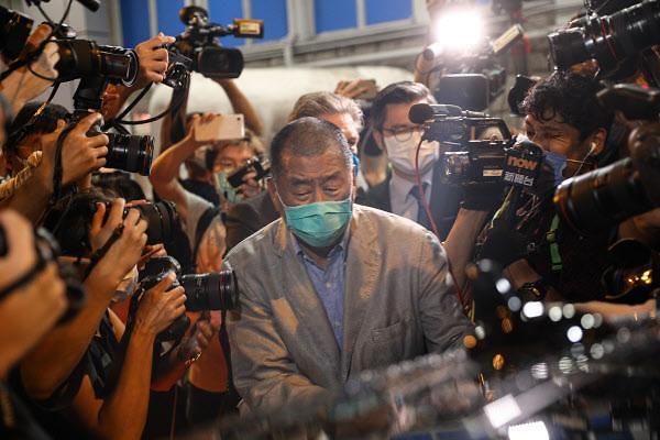 홍콩 반중인사 빈과일보 회장 지미 라이, 보석 석방